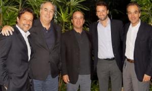 A partir da esq., Nelson Sirotsky (presidente do Grupo RBS), Roberto Irineu Marinho (presidente do Conselho Administrativo e CEO da Globo), José Roberto Marinho (vice-presidente da Globo), Eduardo Sirotsky Melzer (vice-presidente executivo da RBS) e João Roberto Marinho (vice-presidente da Globo)