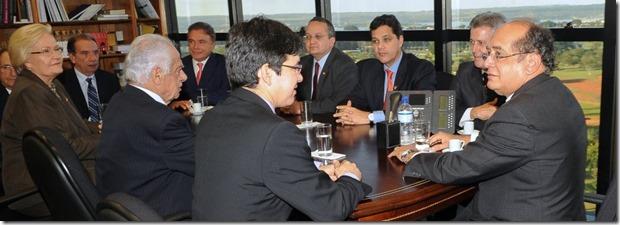 Gilmar Mendes comanda reunião partidária
