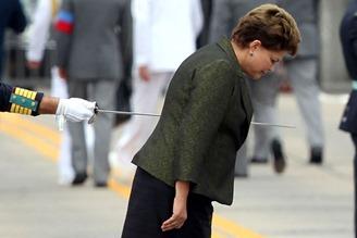 Dilma na ponta da espada