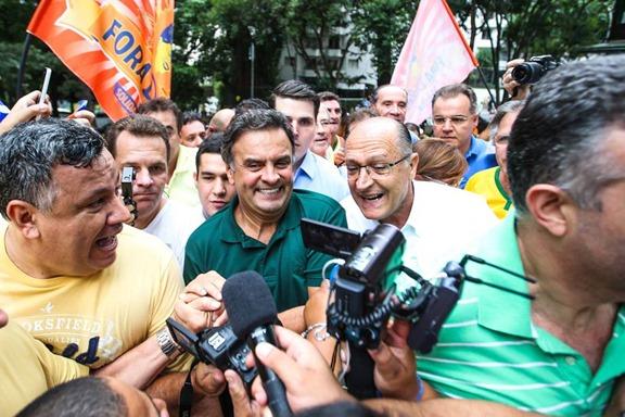 aecio-alkmim-protestos
